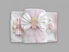 Trusou pentru botez cu funda alba si bebelus cu suzeta roz